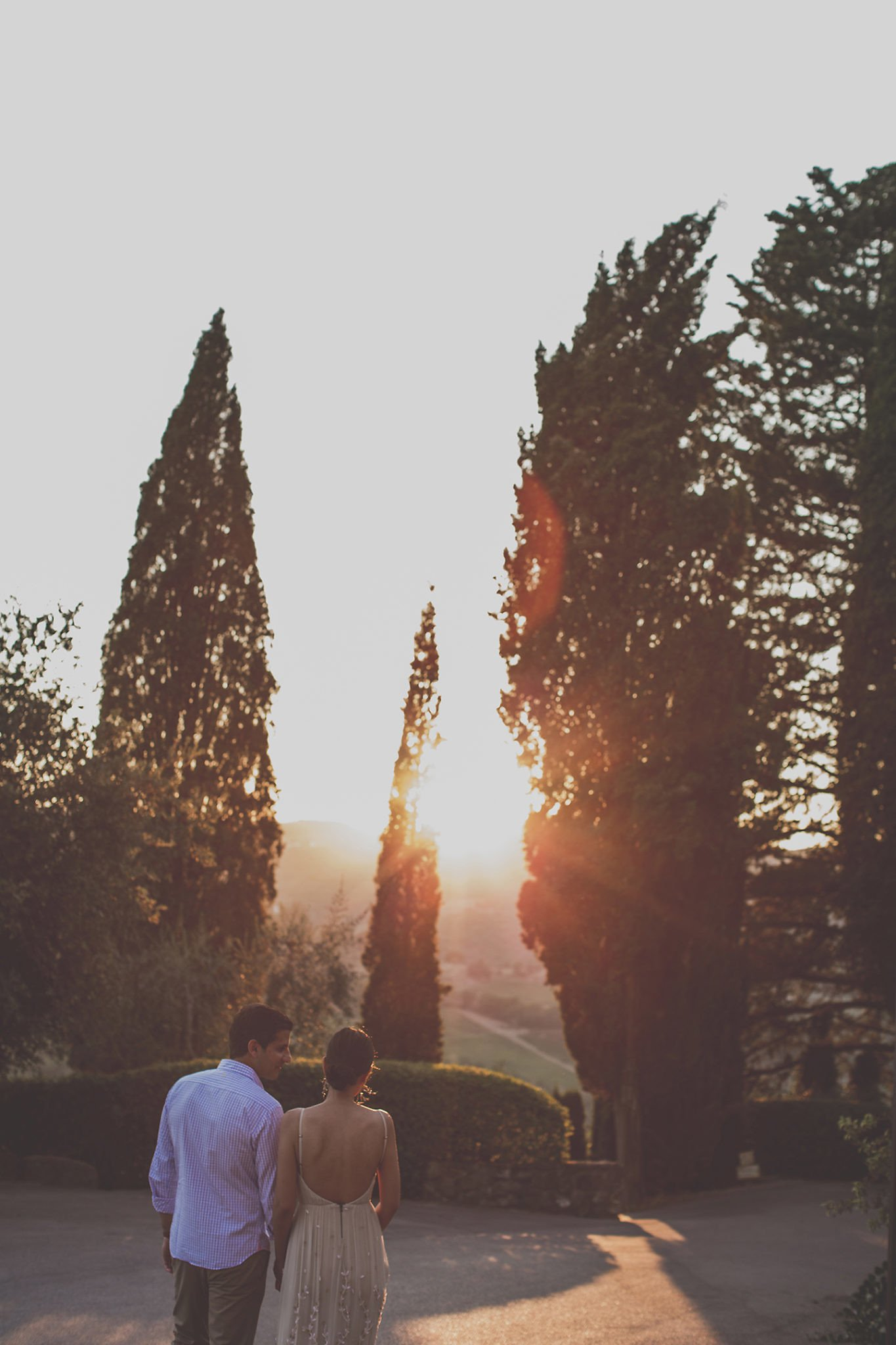 sunset-couple-portrait-vignamaggio-tuscany