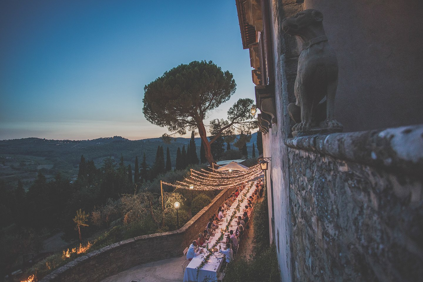 blue-hour-rehersal-wedding-dinner-in-Vignmaggio-Tuscany