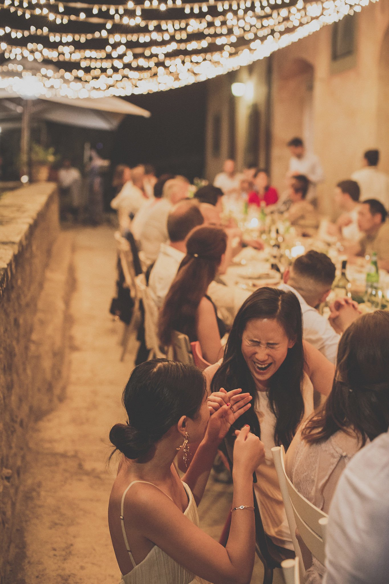 guests-pre-wedding-dinner-table-vignamaggio-tuscany-
