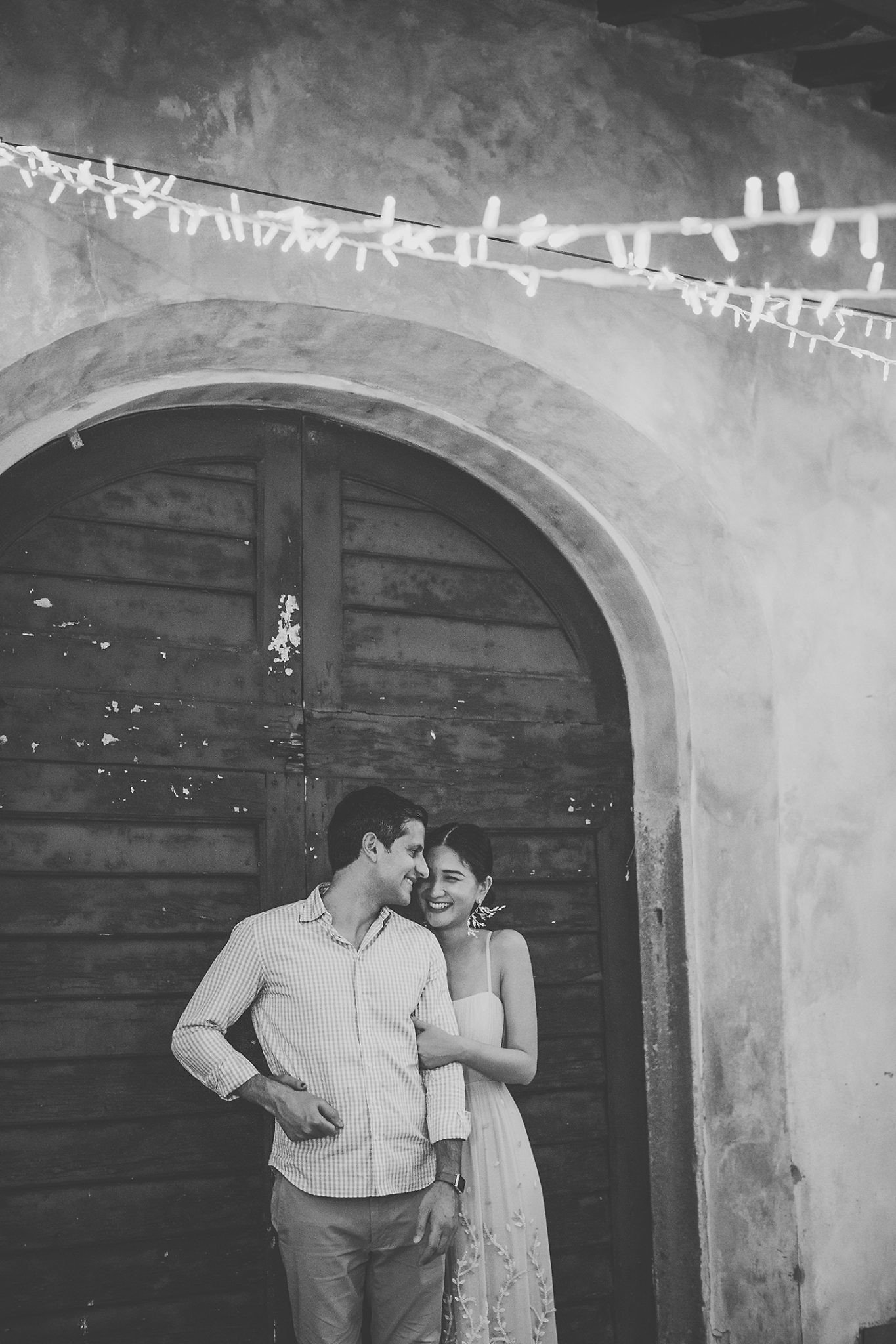 bride-groom-rehersal-wedding-portrait-vignamaggio-tuscany