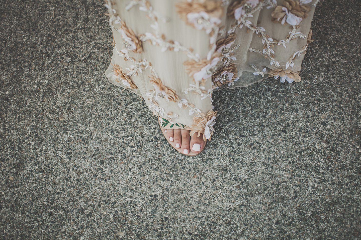 detail-rehersal-wedding-dress-by-Alice-and-Olivia-Vignamaggio