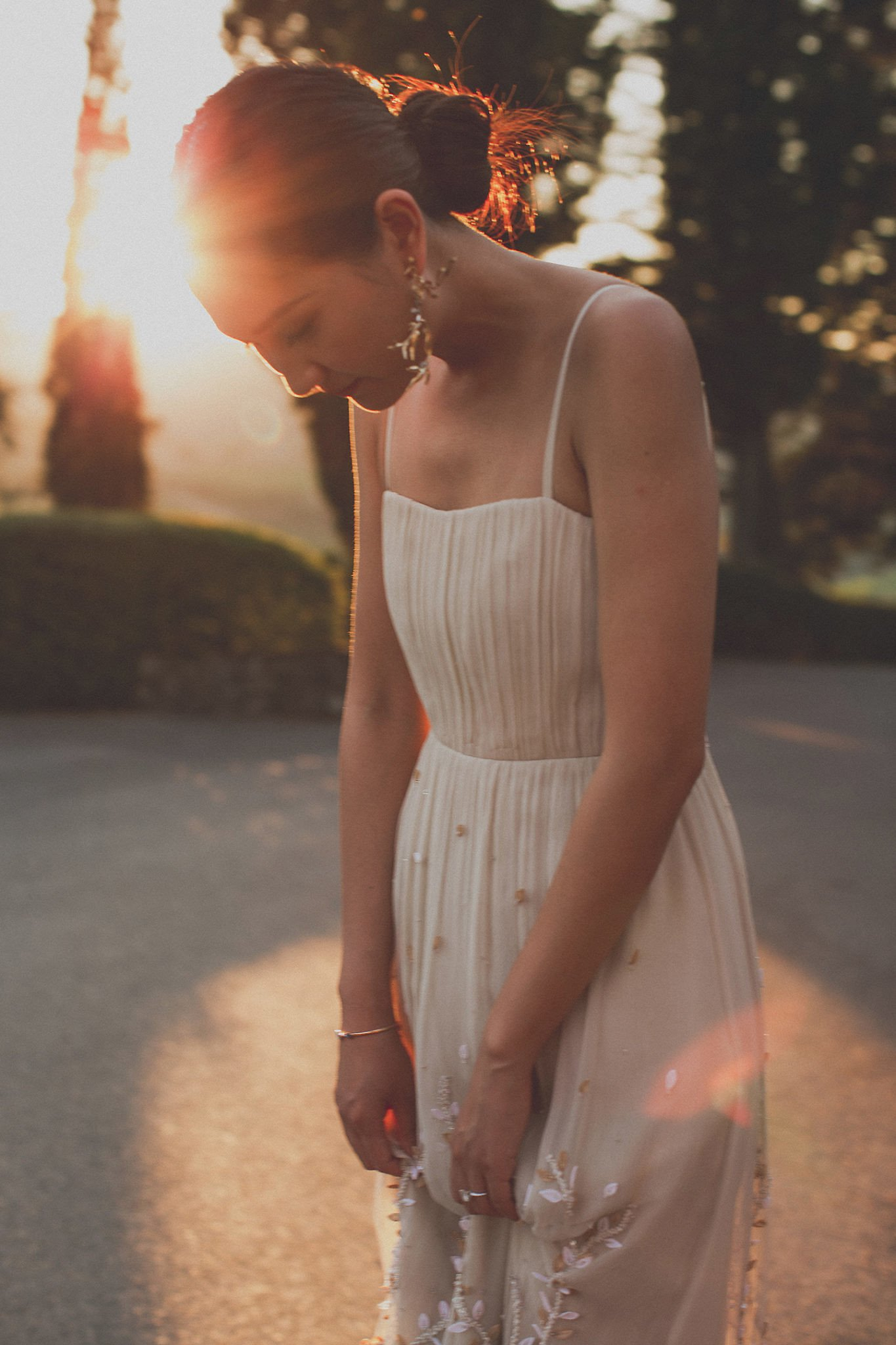 sunset-bride-to-be-portrait-vignamaggio-tuscany