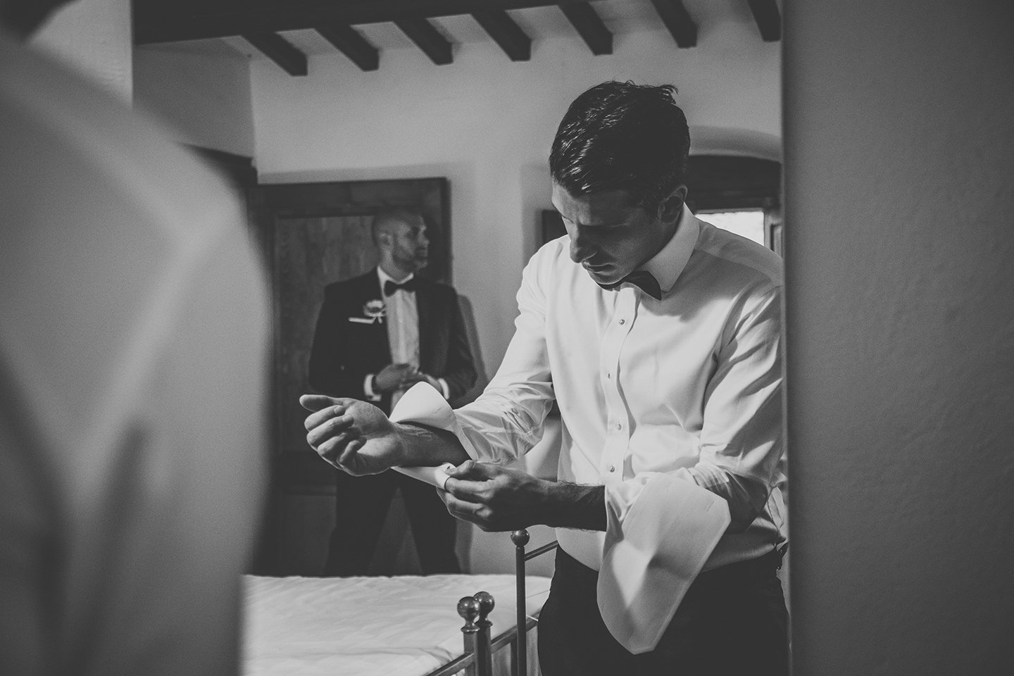 groom-getting-ready-iranian-wedding-vignamaggio-
