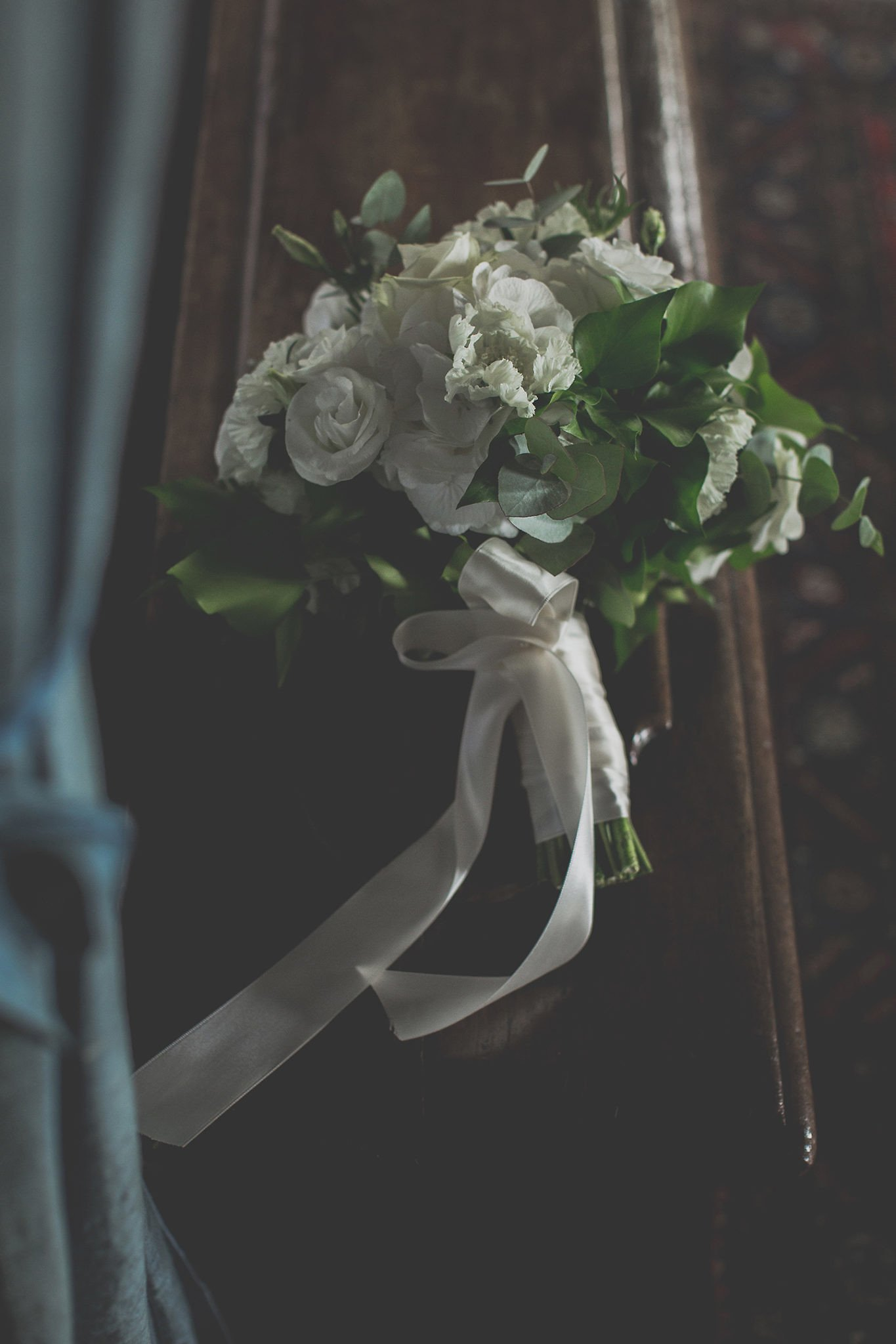 wedding-white-green-bouquet-Vignamaggio-Tuscany-