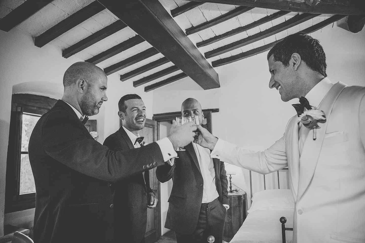 groomsmen-groom-toast-wedding-day-vignamaggio-tuscany-