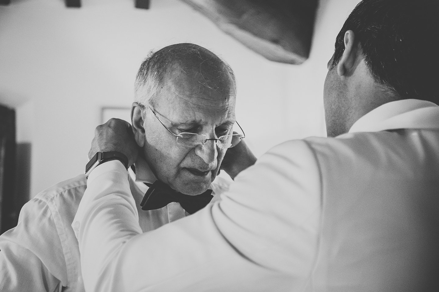 groom-father-of the groom-getting-ready-vignamaggio-Tuscany-