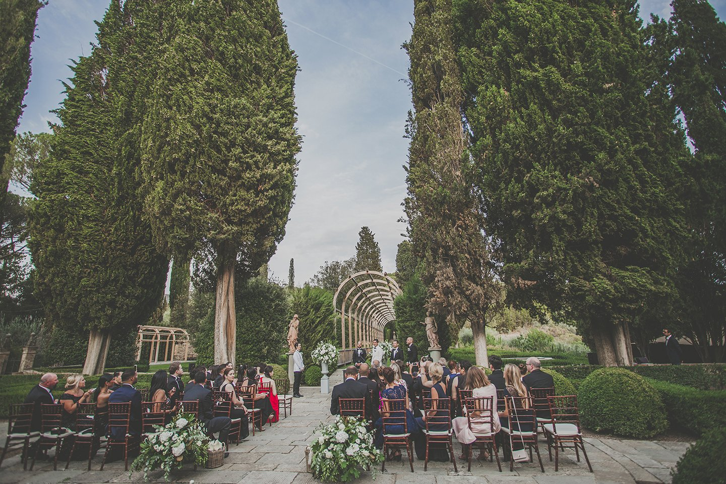 outdoor-blessing-ceremony-vignamaggio-Tuscany