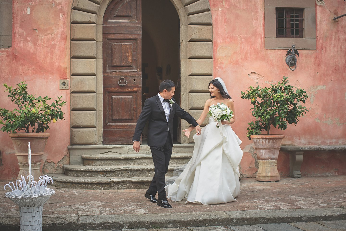 bride-walking-down-the-aisle-blessing-outdoor-ceremony-Vignamaggio-tuscany-
