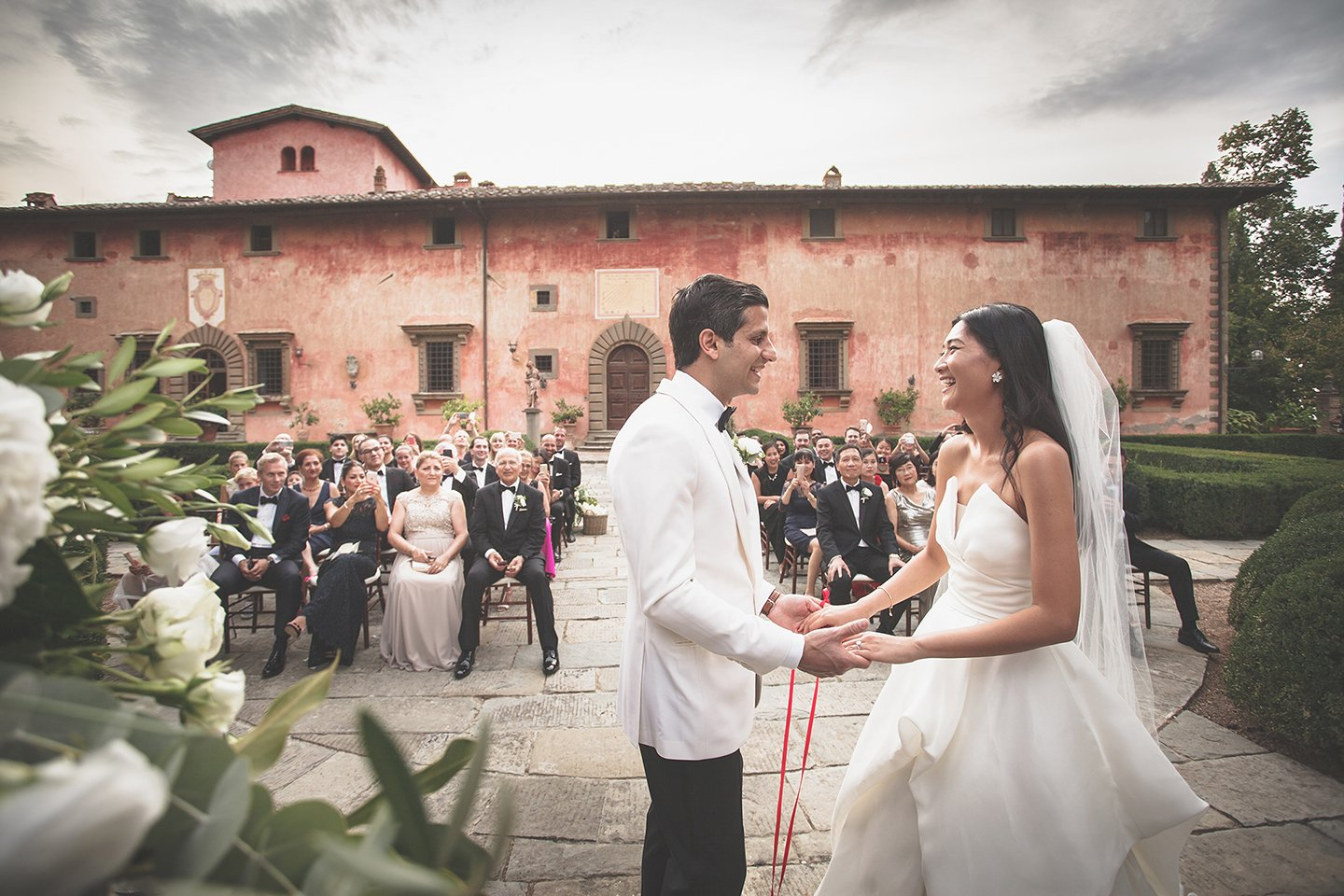 red-string-blessing-wedding-ceremony-tuscany-vignamaggio