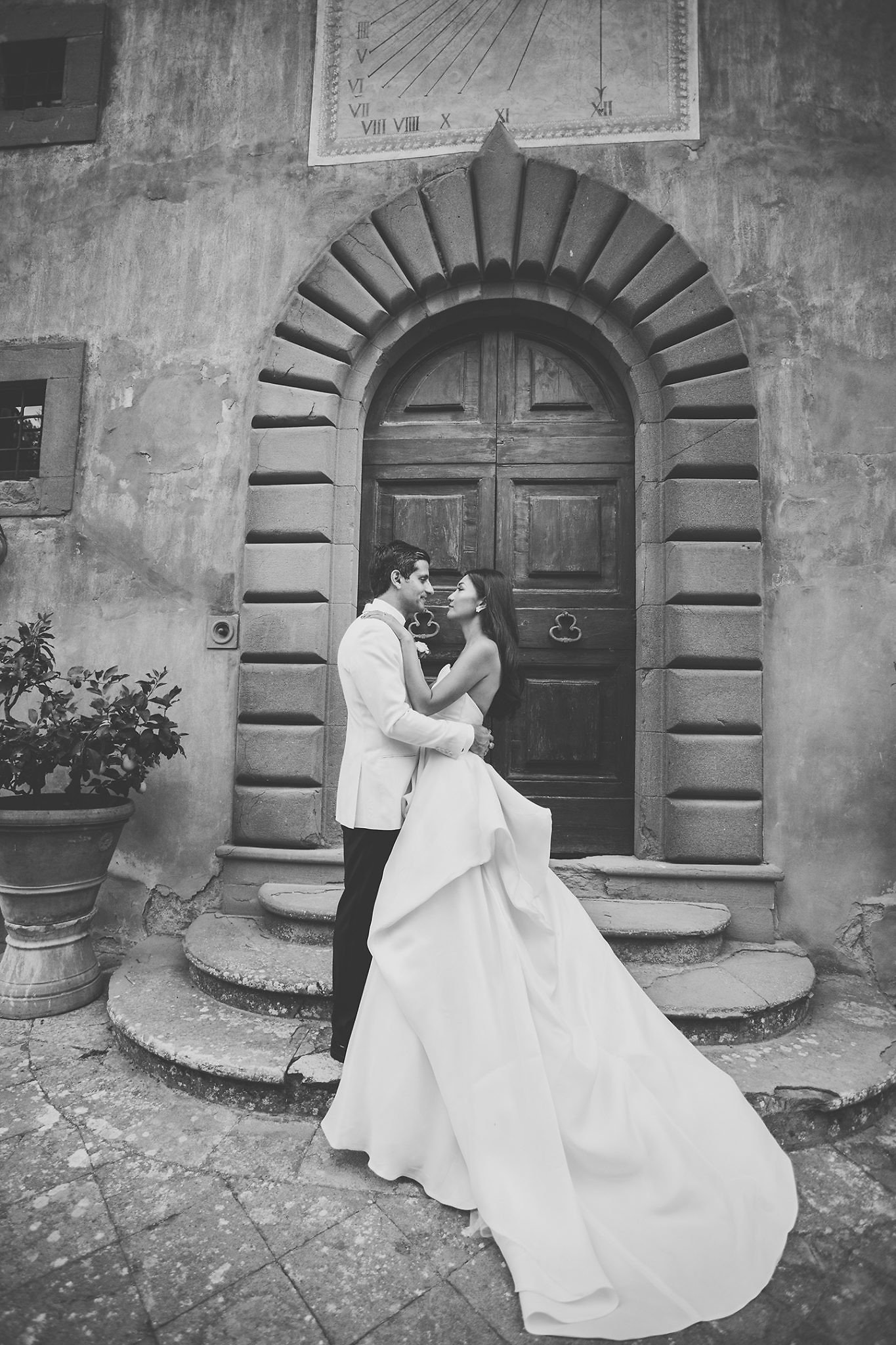 elegant-natural-wedding-portrait-session-Vignamaggio-Tuscany-Italy