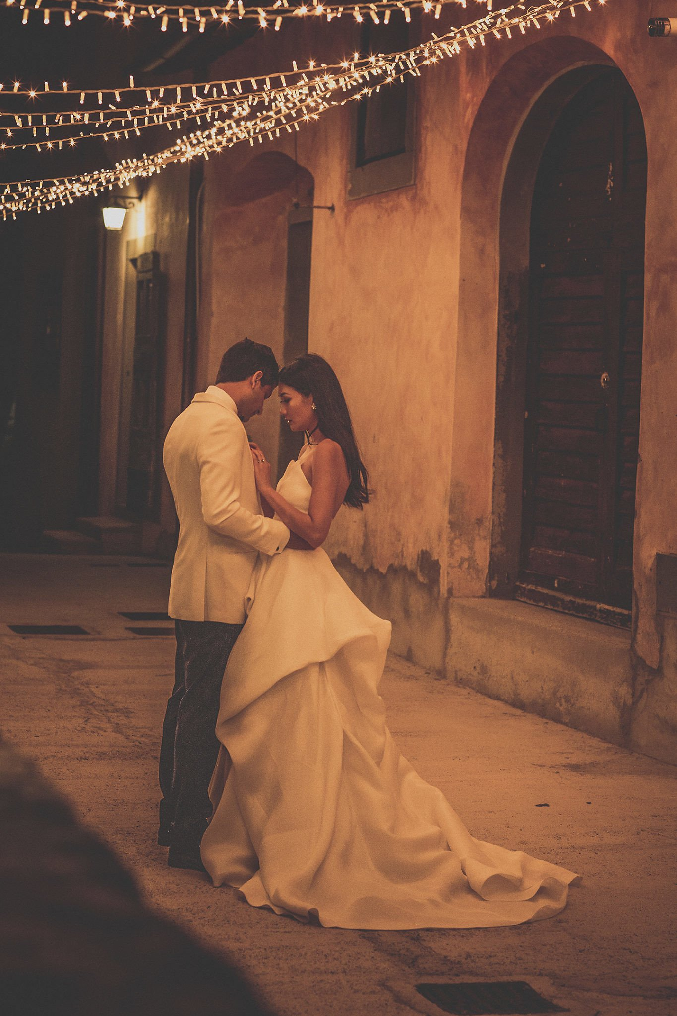 bride-groom-night-portrait-session-vignamaggio-tuscany