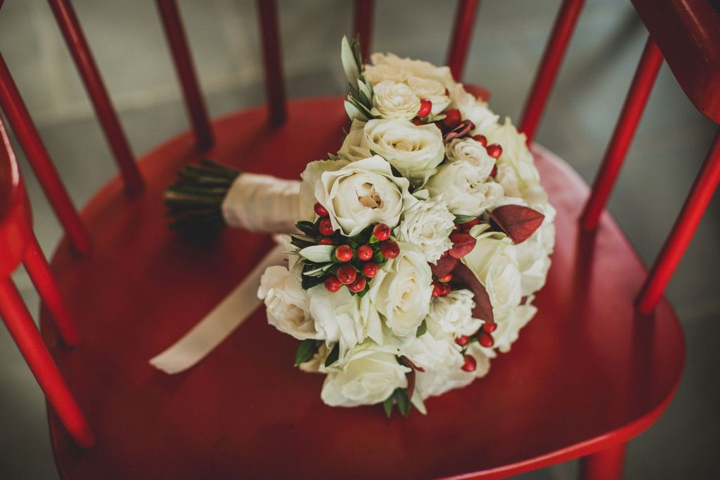 Intimate-Wedding-Florence-bouquet-white-red-Jardin-divers-009s