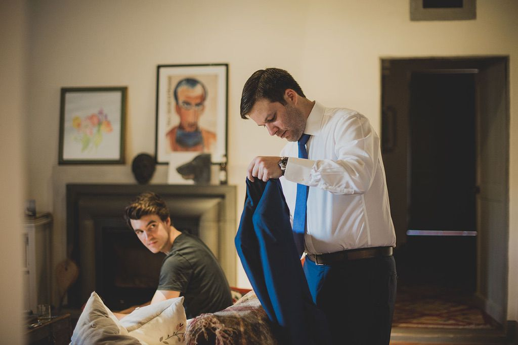 Intimate-Wedding-Florence-groom-getting-ready-023
