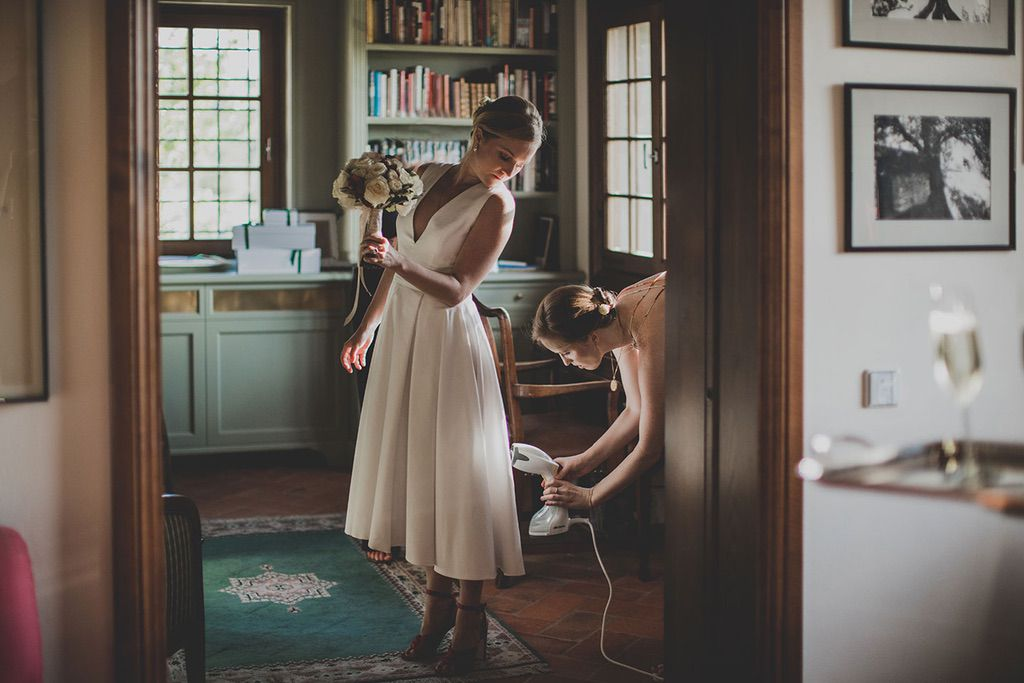 Intimate-Wedding-Florence-bride-getting-ready-025
