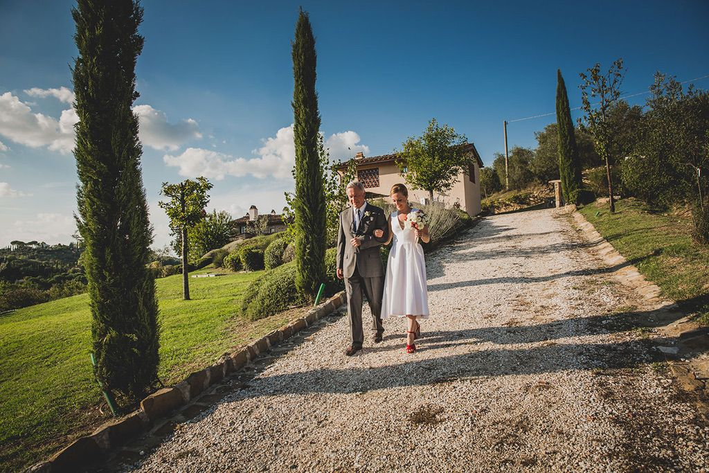 Intimate-Wedding-Florence-outdoor-ceremony-bride-father-walking-030