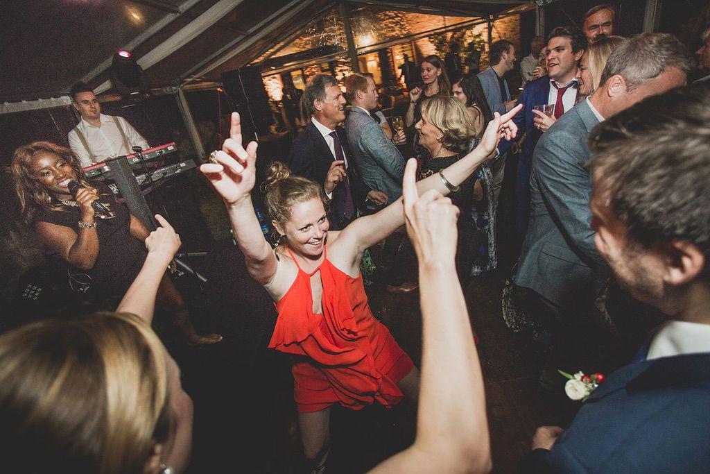 Intimate-Wedding-Florence-dancing-time-jam-hot-056