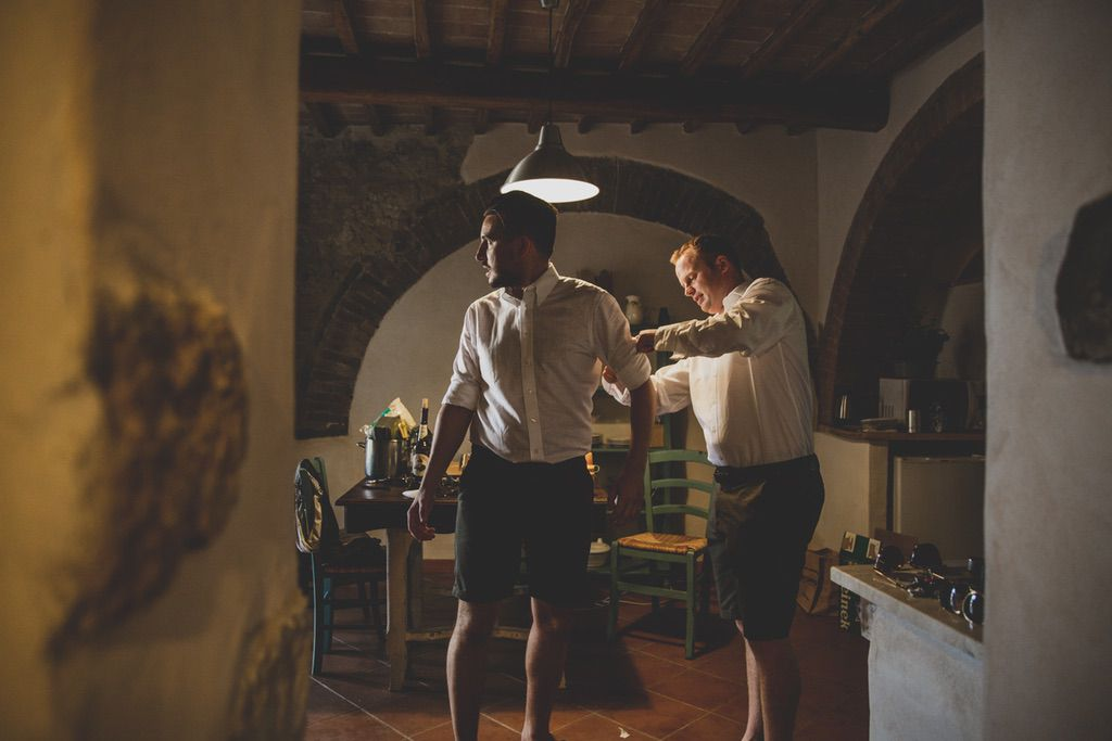 groom-best-man-wedding-photographer-tuscany