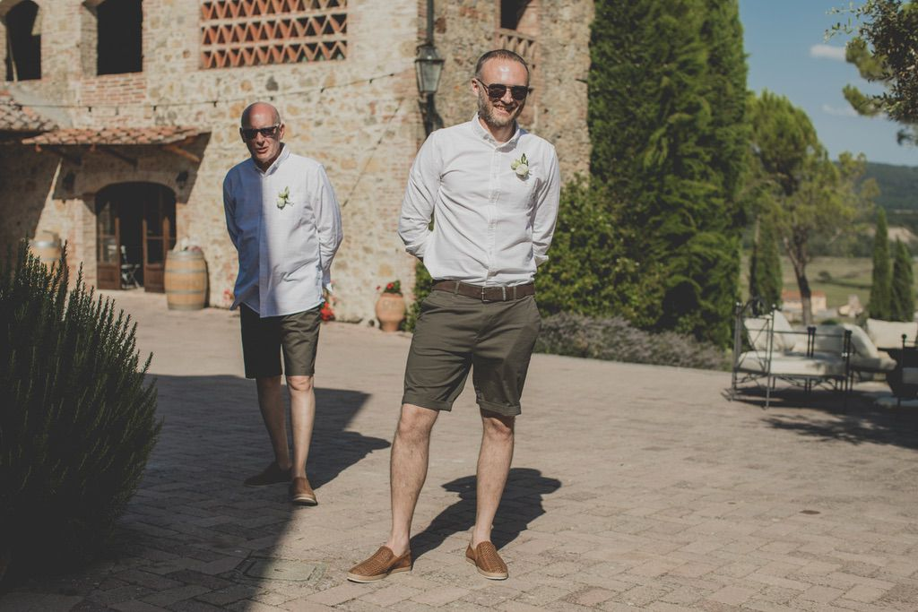 short-pants-groom-groomsmen-country-wedding-Tuscany
