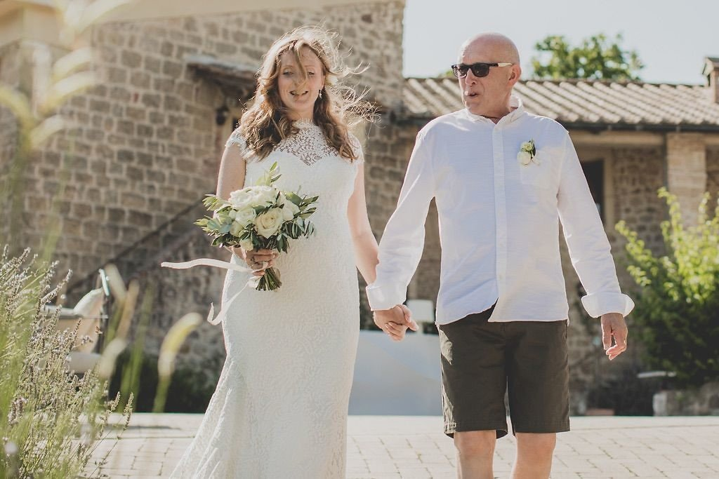 bride-father-going-to-ceremony-destination-wedding-tuscany