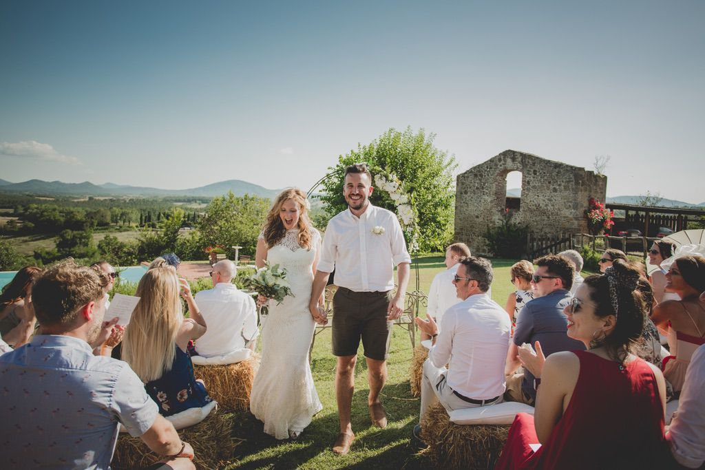 outdoor-blessing-wedding-ceremony-tuscany