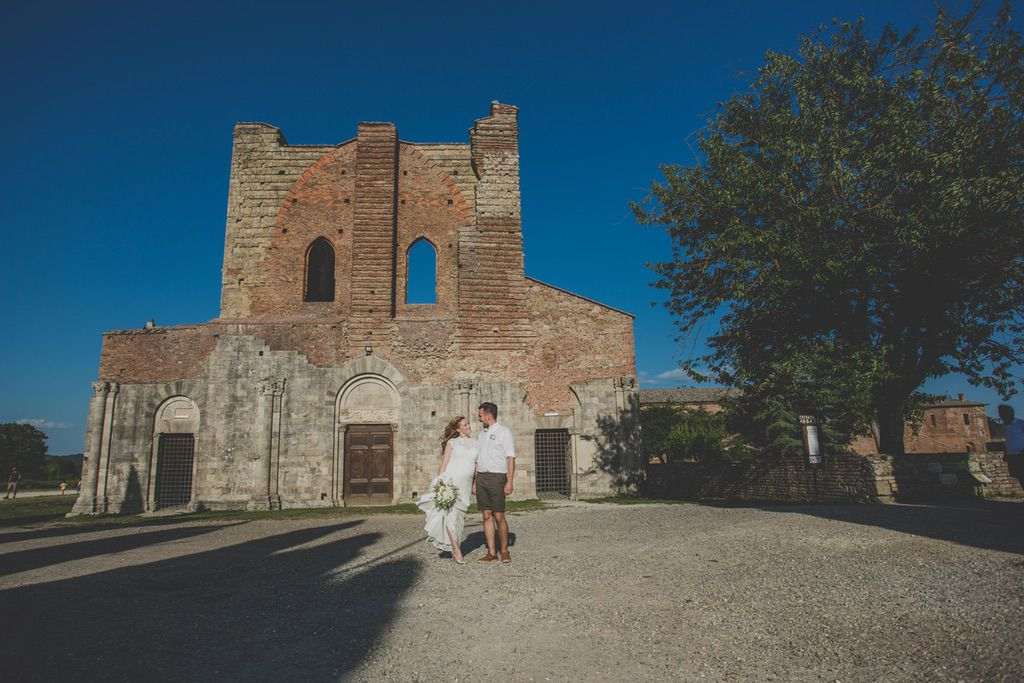 wedding-portrait-photo-session-San-Galgano-Abbey-Tuscany