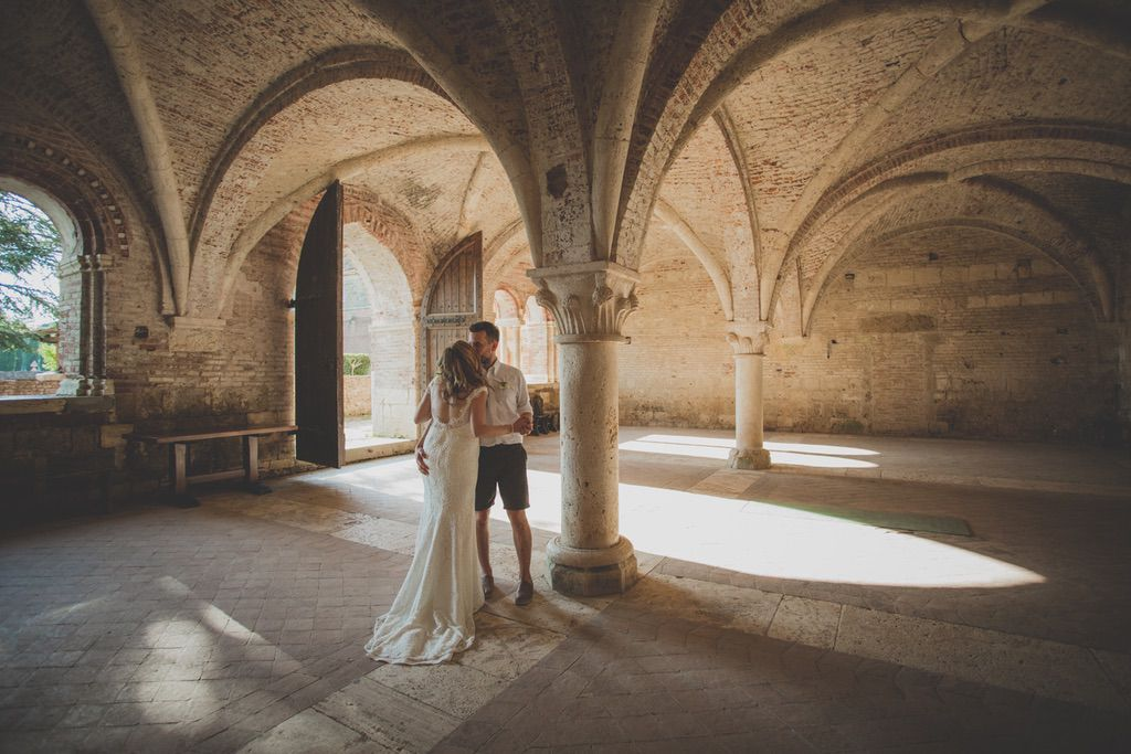 wedding-portrait-pregnant-bride-San-Galgano-Abbey-Tuscany