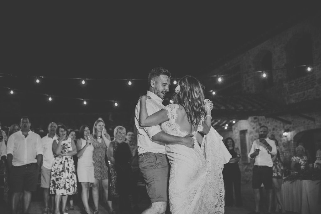 wedding-first-dance-tenuta-di-papena-Tuscany