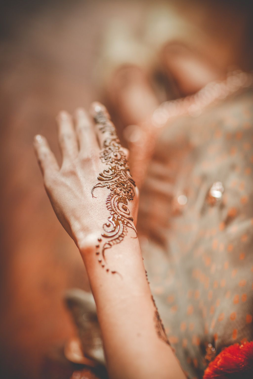 henna-hand-painting-pakistani-wedding-bride