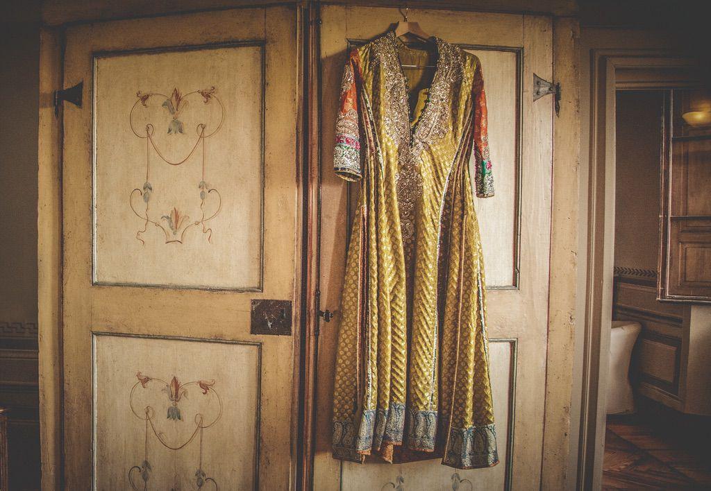 traditional-pakistani-wedding-dress-villa-catignano-003