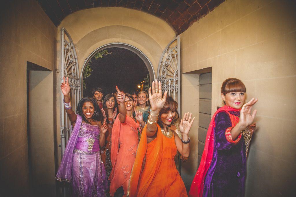 dancing-Nikah-ceremony-Pakistani-wedding-villa-catignano-019