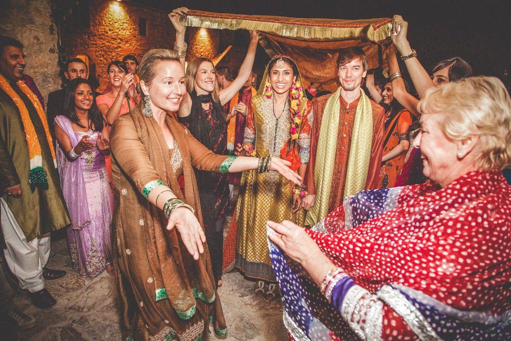 dancing-Nikah-ceremony-Pakistani-wedding-villa-catignano-020