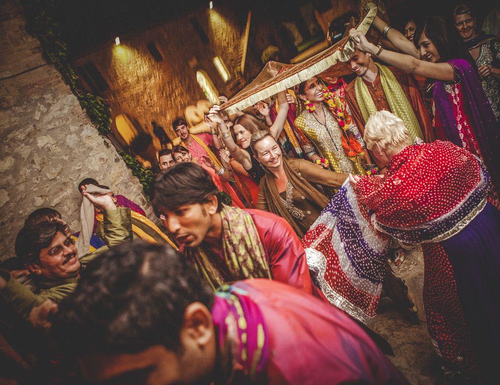 dancing-Nikah-ceremony-Pakistani-wedding-villa-catignano-021