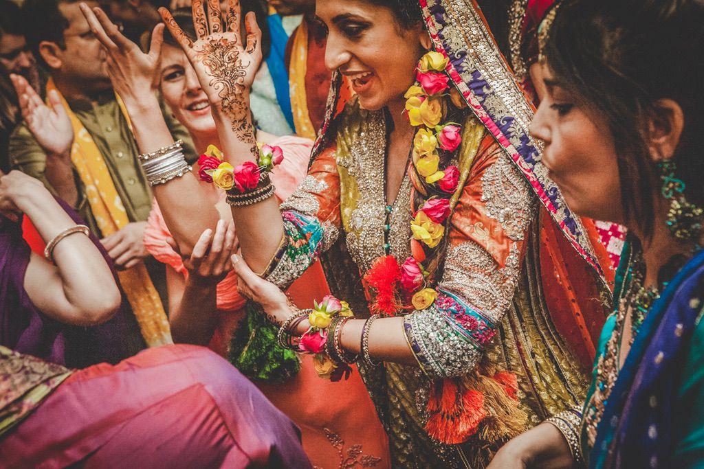 traditional-dancing-ceremony-Pakistani-wedding-villa-catignano-031