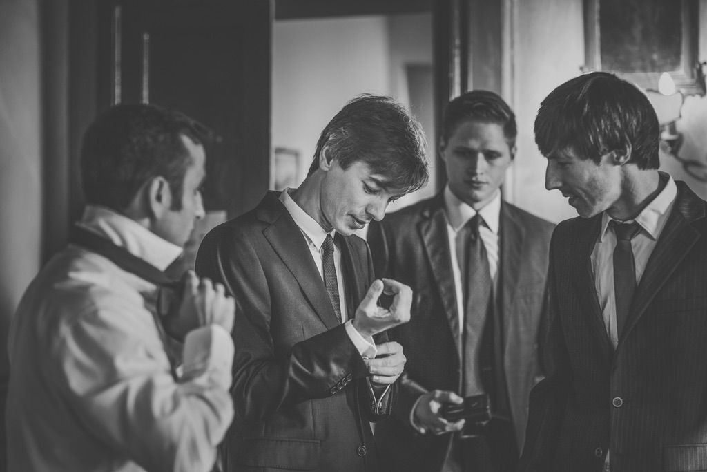 groom-groomsmen-fusion-Pakistani-wedding-villa-catignano-037