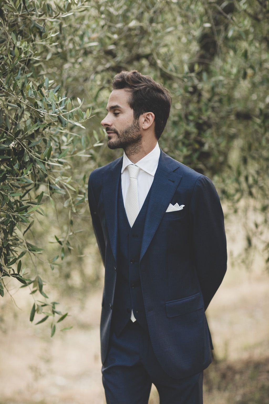 groom-olive-field-Tuscany
