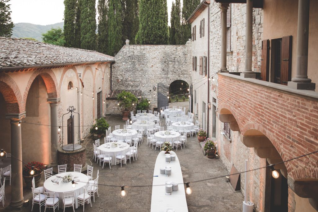 outdoor-wedding-reception-private-courtyard-Tuscany