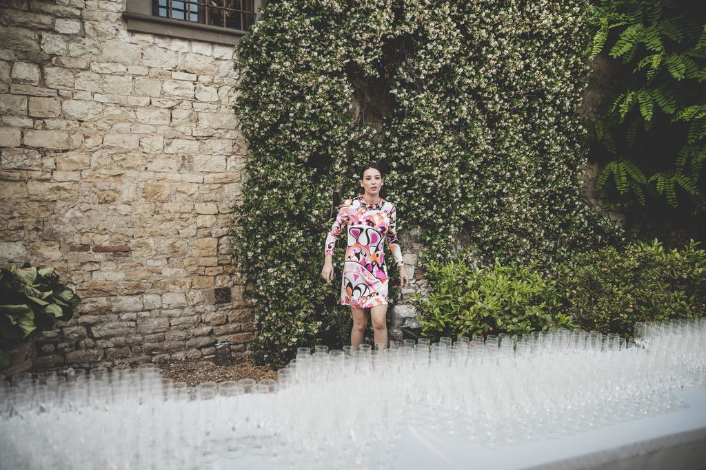 sister-bride-glasses-wedding-reception-Tuscany