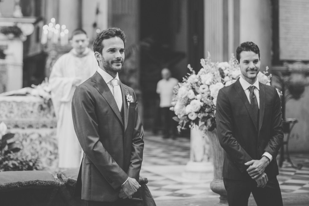 groom-first-look-church-wedding-florence