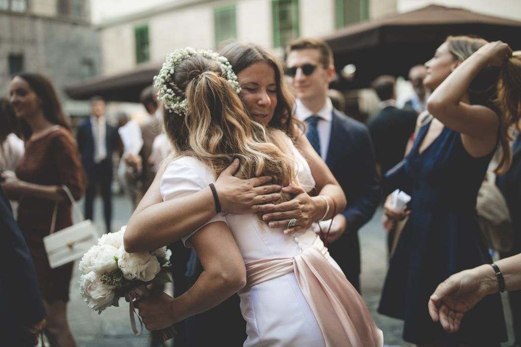 hugs-wedding-confetti-florence