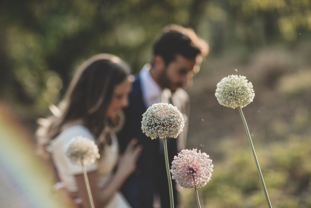 garlic-flowers-wedding-portrait-tuscany