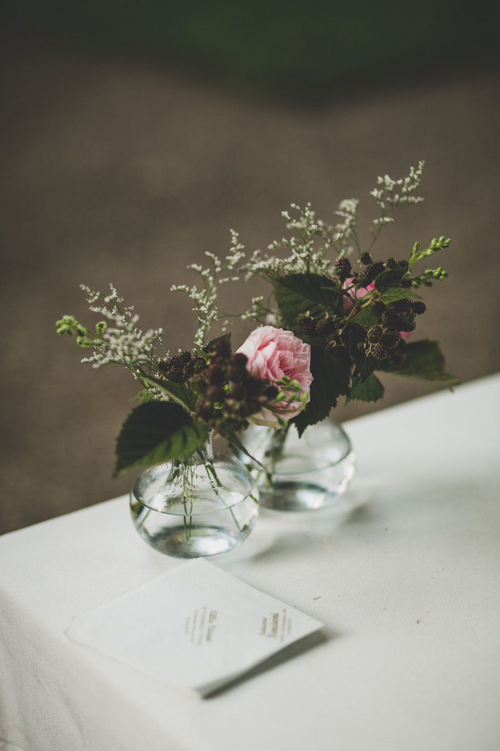 wedding-table-guests-flowers-