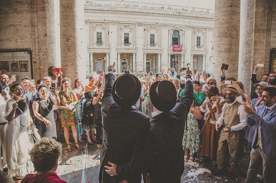 throwing-confetti-civil-ceremony-campidoglio-Rome