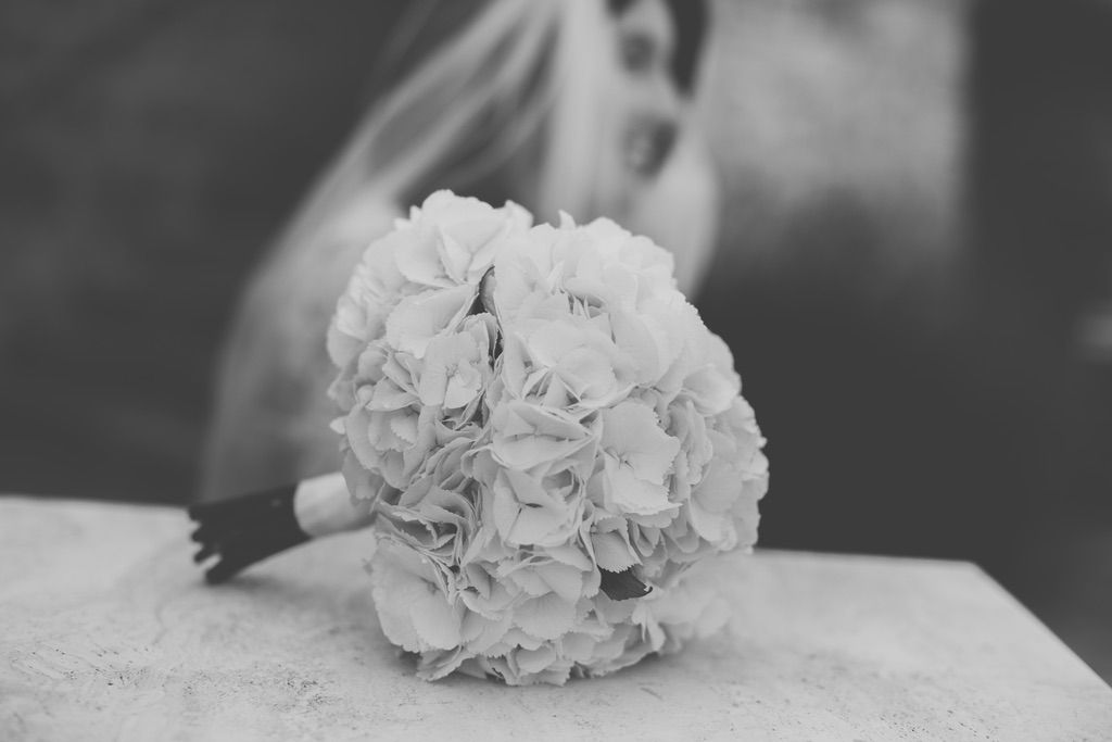 white-hydrangea-bouquet-bride-Tuascany
