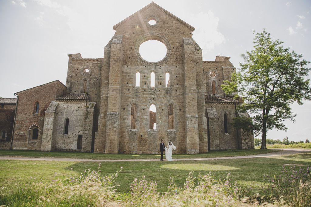 wedding-day-San-Galgano-Abbey-Tuscany