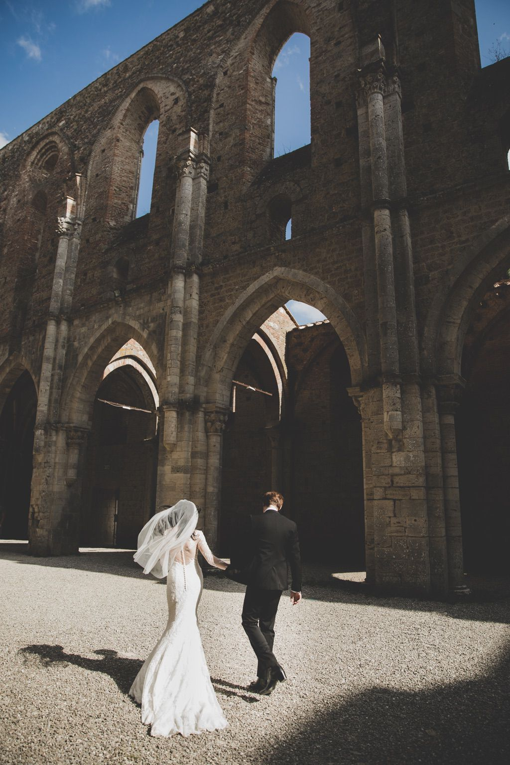 wedding-portraits-San-Galgano-Abbey-Tuscany