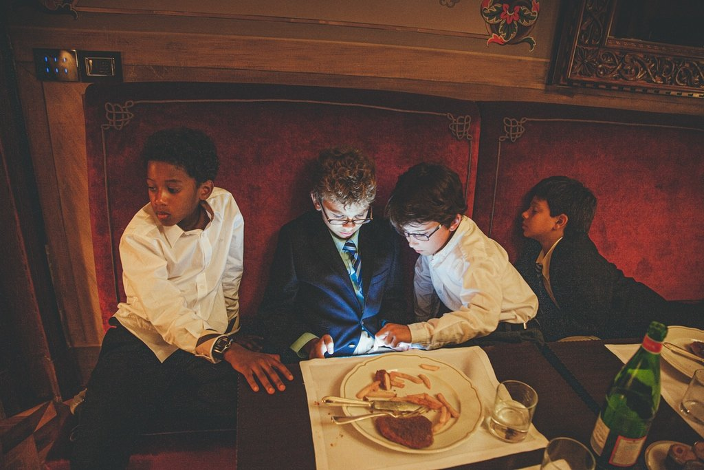 Kids-at-weddings-I-pad