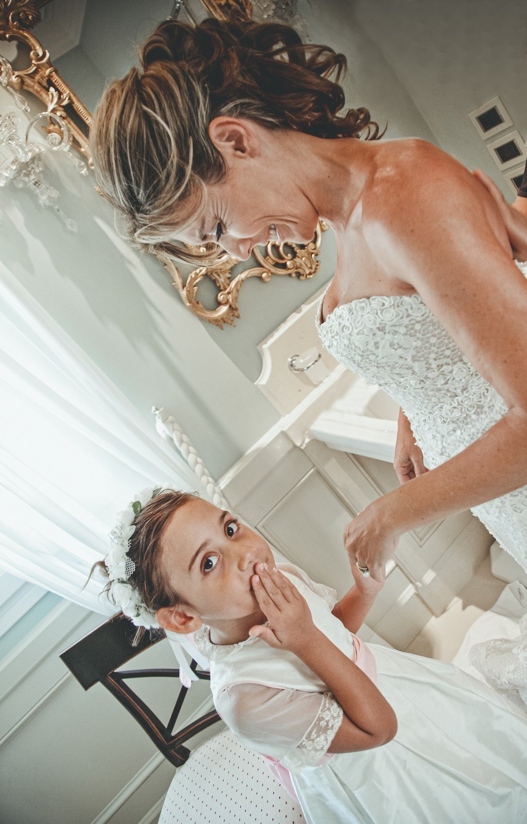 bride-getting-dressed-villa-la-vedetta-Florence