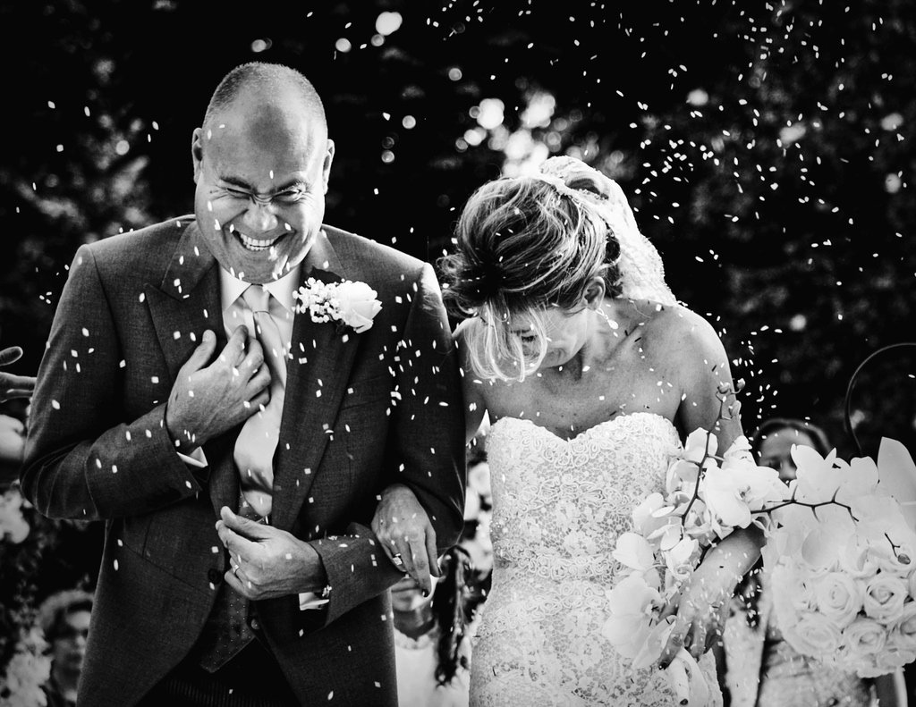 confetti-throwing-Wedding-ceremony-villa-Vedetta-Florence