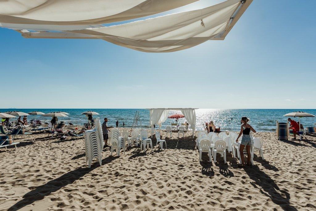 preparation-wedding-gazebo-beach-wedding-ceremony-Sabudia