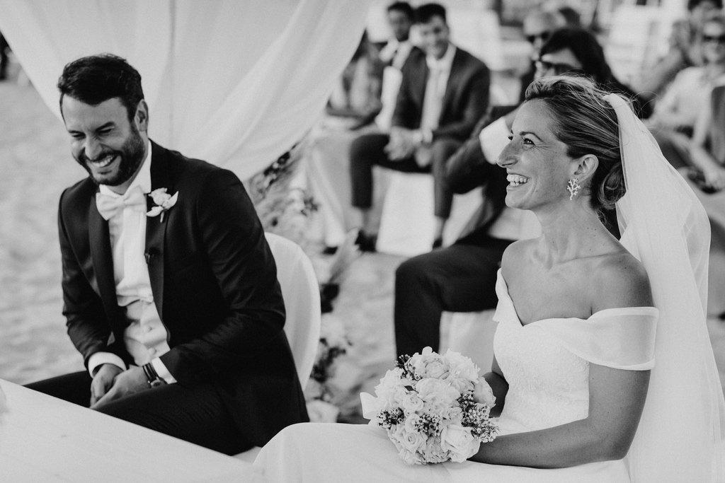 emotional-civil-beach-wedding-ceremony-Sabaudia